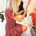Robe courte rouge fleurie