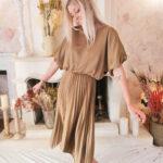 Robe plissée à volants couleur sable