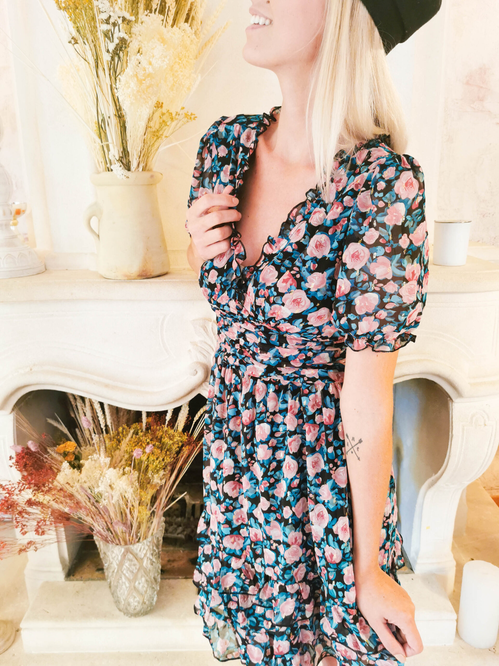 Robe courte fleurie bleue et rose