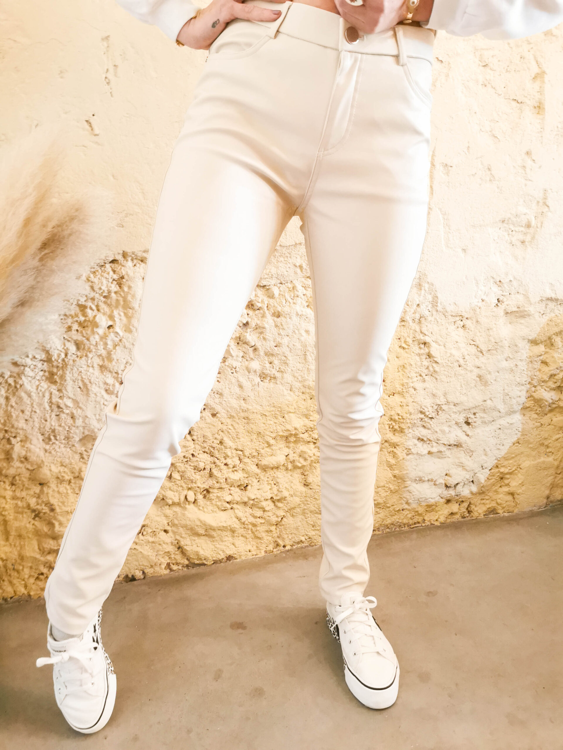 Pantalon beige en simili-cuir