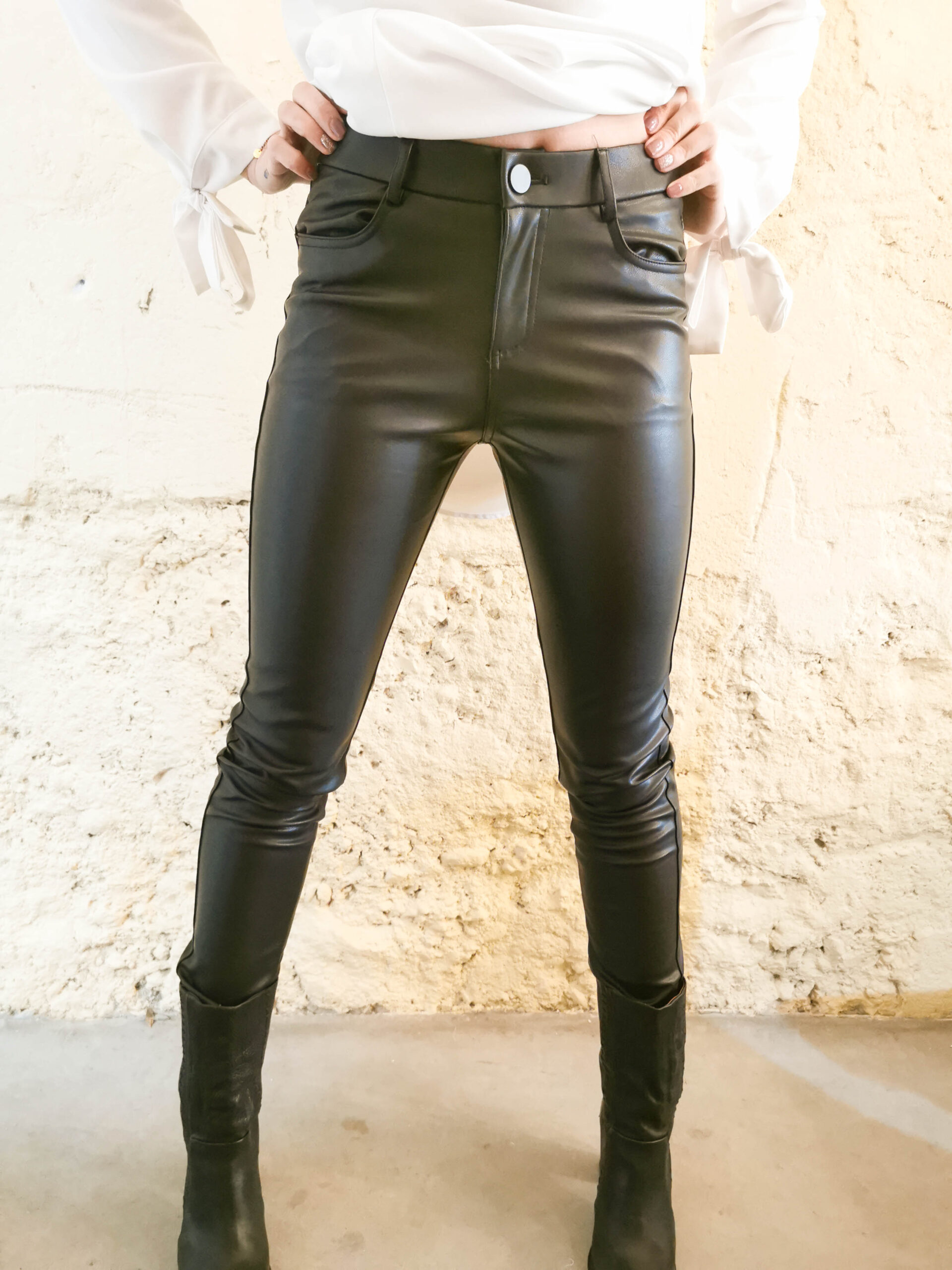 Pantalon noir en simili-cuir